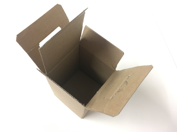 Kannettava pakkaus avattuna